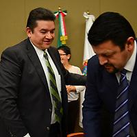 Toluca, México.- Pedro Zamudio Godínez, Consejero Presidente del IEEM durante la 28 sesión extraordinaria del Consejo  General, en donde se aceptaron más de 600 renuncias de candidatos del Estado de México que fueron postulados para un cargo de elección popular, durante este proceso electoral. Agencia MVT / Crisanta Espinosa