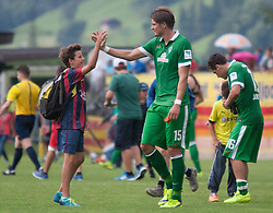 Testspiel zwischen Atletico Bilbao und Werder Bremen am 27.07.2014 am Fügener Fussballplatz/ Das Bild zeigt Sebastian Proedl (Werder Bremen) mit Fans // during a friendly Match between SV Werder Bremen and Atletico Bilbao at the football stadium in Fügen, Austria on 2014/07/27. EXPA Pictures © 2014, PhotoCredit: EXPA/ Jakob Gruber