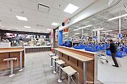 Restaurant McDonald situé dans un Walmart  -   / Chateauguay / Canada / 2013-04-23, Photo © Marc Gibert / adecom.ca