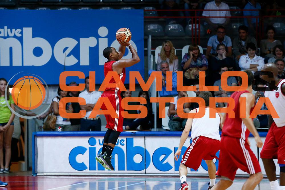 DESCRIZIONE : Varese Lega A 2013-14 Allenamento Cimberio Varese<br /> GIOCATORE : Keydren Clark<br /> CATEGORIA : Tiro<br /> SQUADRA : Cimberio Varese<br /> EVENTO : Campionato Lega A 2013-2014<br /> GARA : Allenamento Cimberio Varese<br /> DATA : 26/08/2013<br /> SPORT : Pallacanestro <br /> AUTORE : Agenzia Ciamillo-Castoria/G.Cottini<br /> Galleria : Lega Basket A 2012-2013  <br /> Fotonotizia : Varese Lega A 2013-14 Allenamento Cimberio Varese<br /> Predefinita :
