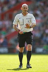 Referee Roger East - Mandatory by-line: Jason Brown/JMP - 07966 386802 - 26/09/2015 - FOOTBALL - Southampton, St Mary's Stadium - Southampton v Swansea City - Barclays Premier League