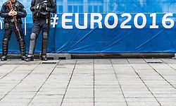 16.06.2016, Stade de France, St. Denis, FRA, UEFA Euro, Frankreich, Deutschland vs Polen, Gruppe C, im Bild zwei Kopflose Polizisten vor dem EURO 2016 Schriftzug // two Headless policemen infront of the EURO 2016 letters during Group C match between Germany and Poland of the UEFA EURO 2016 France at the Stade de France in St. Denis, France on 2016/06/16. EXPA Pictures © 2016, PhotoCredit: EXPA/ JFK
