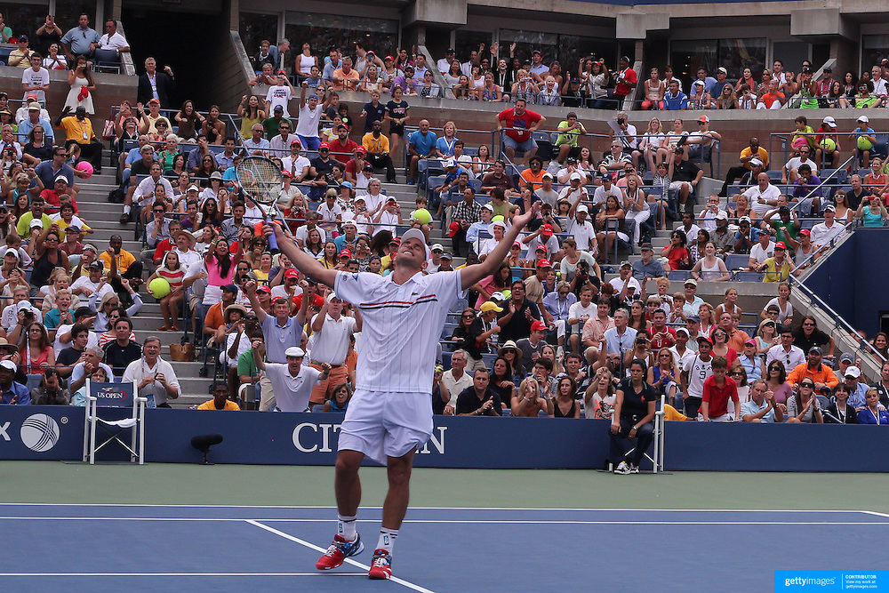 Andy Roddick, USA, celebrate his victory against Fabio Fognini, Italy, during the US Open Tennis Tournament, Flushing, New York. USA. 2nd September 2012. Photo Tim Clayton