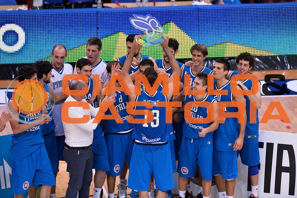 DESCRIZIONE : Trento Nazionale Italia Uomini Trentino Basket Cup Italia Belgio Italy Belgium<br /> GIOCATORE : team <br /> CATEGORIA : premiazione esultanza<br /> SQUADRA : Italia Italy<br /> EVENTO : Trentino Basket Cup<br /> GARA : Italia Belgio Italy Belgium<br /> DATA : 12/07/2014<br /> SPORT : Pallacanestro<br /> AUTORE : Agenzia Ciamillo-Castoria/GiulioCiamillo<br /> Galleria : FIP Nazionali 2014<br /> Fotonotizia : Trento Nazionale Italia Uomini Trentino Basket Cup Italia Belgio Italy Belgium