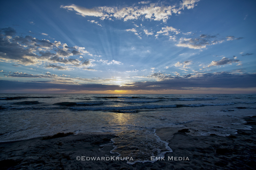 Sundown over the Pacific Ocean, Tory Pines Beach, San Diego California.