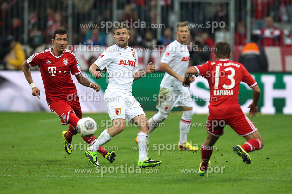 09.11.2013, Allianz Arena, Muenchen, GER, 1. FBL, FC Bayern Muenchen vs FC Augsburg, 12. Runde, im Bild l-r: im Zweikampf, Aktion, mit Mario MANDZUKIC #9 (FC Bayern Muenchen), Daniel BAIER #10 (FC Augsburg), RAFINHA #13 (FC Bayern Muenchen) // during the German Bundesliga 12th round match between FC Bayern Munich and FC Augsburg at the Allianz Arena in Muenchen, Germany on 2013/11/09. EXPA Pictures &copy; 2013, PhotoCredit: EXPA/ Eibner-Pressefoto/ Kolbert<br /> <br /> *****ATTENTION - OUT of GER*****