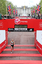 Emily Sisson finishes London Marathon in 2:23:08 for 6th place