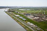 Nederland, Noord-Holland, Assendelft, 16-04-2008; hoofdvestiging van Afvalzorg aan de oever van het Noordzeekanaal; het bedrijf gespecialiseerd in het verwerken van afval op stortplaatsen zoals hier op op de oude vuilstort bij Nauerna; langs het kanaal waterzuiveringsinstallatie en grond- en slibdepots; de gehele Nauernasche Polder is in het verleden gebruikt als vuilnisbelt / vuilstortplaats; de grond wordt afgedekt en er komt een park..luchtfoto (toeslag); aerial photo (additional fee required); .foto Siebe Swart / photo Siebe Swart