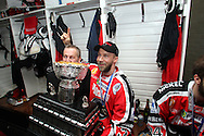 24.4.2013, Isometsän jäähalli, Pori..Jääkiekon SM-liiga 2012-13. Playoffsit, 6. loppuottelu, Ässät - Tappara.Kakkosvalmentaja Pasi Kaukoranta & Jani Honkanen (Ässät) juhlivat mestaruutta Kanada-maljan kanssa.