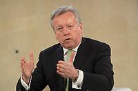 "25 MAY 2012, BERLIN/GERMANY:<br /> John Saunders, Regional President Gesamteuropa und Afrika Fleishman-Hillard, Global Business Dialogue ""Beyond Uncertain Times: A Growth Agenda"", axica Konferenzzentrum<br /> IMAGE: 20120525-02-058"