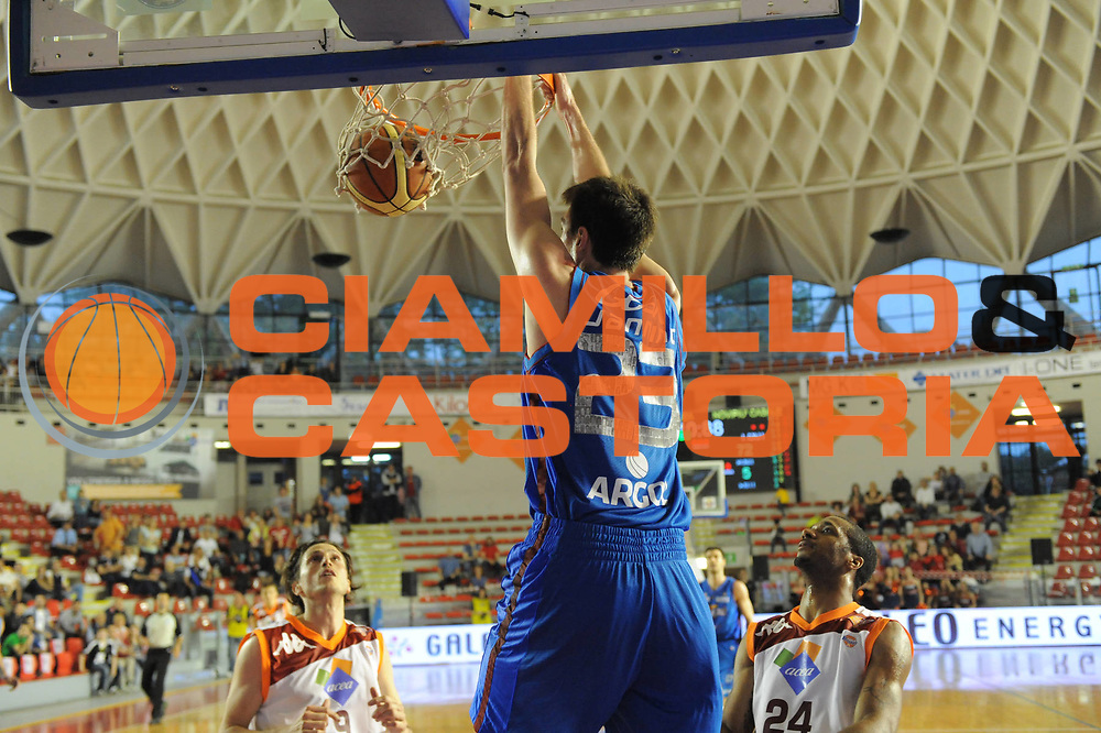 DESCRIZIONE : Roma Lega Basket A 2011-12  Acea Virtus Roma Novipiu Casale Monferrato<br /> GIOCATORE : Matt Jannings<br /> CATEGORIA : schiacciata<br /> SQUADRA : Novipiu Casale Monferrato<br /> EVENTO : Campionato Lega A 2011-2012 <br /> GARA : Acea Virtus Roma Novipiu Casale Monferrato<br /> DATA : 29/04/2012<br /> SPORT : Pallacanestro  <br /> AUTORE : Agenzia Ciamillo-Castoria/ GabrieleCiamillo<br /> Galleria : Lega Basket A 2011-2012  <br /> Fotonotizia : Roma Lega Basket A 2011-12 Acea Virtus Roma Novipiu Casale Monferrato <br /> Predefinita :
