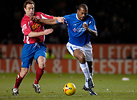 Photo: Daniel Hambury.<br />Leicester City v Crewe Alexander. Coca Cola Championship. 17/12/2005.<br />Leicester's Mark De Vries (R) and Crewe's Adie Moses.
