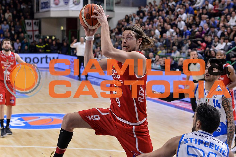 DESCRIZIONE : Sassari LegaBasket Serie A 2015-2016 Dinamo Banco di Sardegna Sassari - Giorgio Tesi Group Pistoia<br /> GIOCATORE : Michele Antonutti<br /> CATEGORIA : Tiro Penetrazione<br /> SQUADRA : Giorgio Tesi Group Pistoia<br /> EVENTO : LegaBasket Serie A 2015-2016<br /> GARA : Dinamo Banco di Sardegna Sassari - Giorgio Tesi Group Pistoia<br /> DATA : 27/12/2015<br /> SPORT : Pallacanestro<br /> AUTORE : Agenzia Ciamillo-Castoria/L.Canu