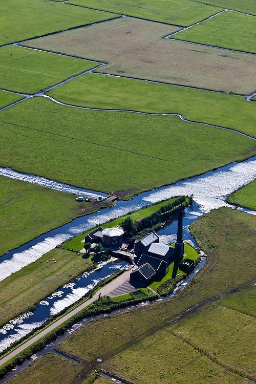 Nederland, Gelderland, Gemeente Nijkerk, 06-09-2010; polder Arkemheen met Wielse sluis, uitwaterende sluis. Het stoomgemaal Hertog Reijnout is nu museum en bezoekerscentrum..Polder Arkemheen with Wiele sluice. The Duke Reijnout steam pumping station is now a museum and visitor center..luchtfoto (toeslag), aerial photo (additional fee required).foto/photo Siebe Swart