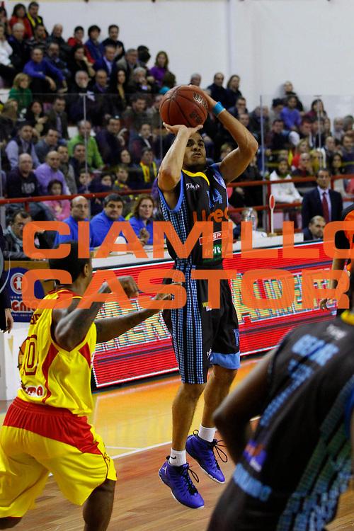 DESCRIZIONE : Barcellona Pozzo di Gotto Campionato Lega Basket A2 2012-13 Sigma Basket Barcellona Upea Orlandina Capo dOrlando <br /> GIOCATORE : Talor Battle<br /> SQUADRA : Orlandina Upea Capo dOrlando<br /> EVENTO : Campionato Lega Basket A2 2012-2013<br /> GARA : Sigma Basket Barcellona Upea Orlandina Capo dOrlando<br /> DATA : 28/12/2012<br /> CATEGORIA : Tiro Three Point<br /> SPORT : Pallacanestro <br /> AUTORE : Agenzia Ciamillo-Castoria/G.Pappalardo<br /> Galleria : Lega Basket A2 2012-2013 <br /> Fotonotizia : Barcellona Pozzo di Gotto Campionato Lega Basket A2 2012-13 Sigma Basket Barcellona Upea Orlandina Capo dOrlando<br /> Predefinita :