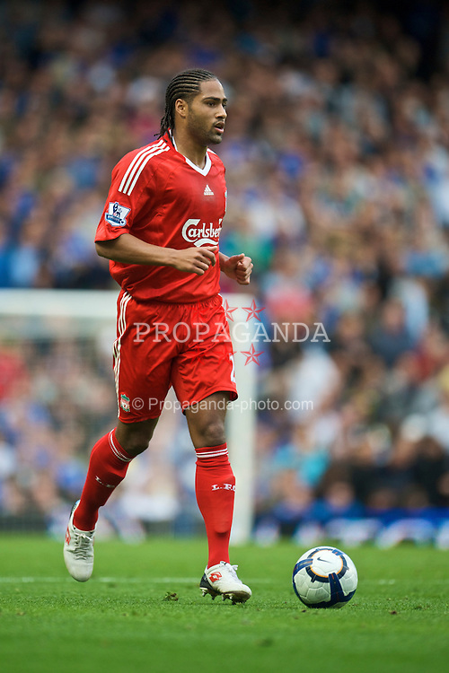 LONDON, ENGLAND - Sunday, October 4, 2009: Liverpool's Glen Johnson in action against Chelsea during the Premiership match at Stamford Bridge. (Pic by David Rawcliffe/Propaganda)