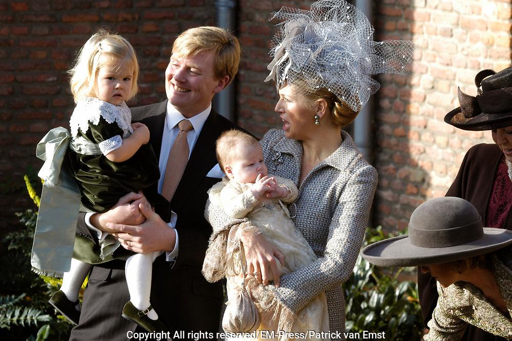 Hare Koninklijke Hoogheid Prinses Alexia, de jongste dochter van Zijne Koninklijke Hoogheid de Prins van Oranje en Hare Koninklijke Hoogheid Prinses Máxima, is zaterdag 19 november 2005 gedoopt in de Dorpskerk in Wassenaar. <br /> <br /> Baptism of Princess Alexia, the youngest daughter of Prince Willem-Alexander and Princess Máxima. Princess Alexia (born June 26, 2005) has been baptized in the church in Wassenaar. The ceremony was attended by The Dutch Royal Family and the parents of Princess Máxima.  <br /> <br /> Op de foto / On the photo:<br /> <br /> <br /> Willem Alexander, Prins van Oranje, Prinses Máxima en Hare Koninklijke Hoogheid Prinses Catharina-Amalia en Hare Koninklijke Hoogheid Prinses Alexia .<br /> <br /> Willem Alexander, prince of oranje, princess Máxima and her royal highness princess Catharina-Amalia and her royal highness princess Alexia