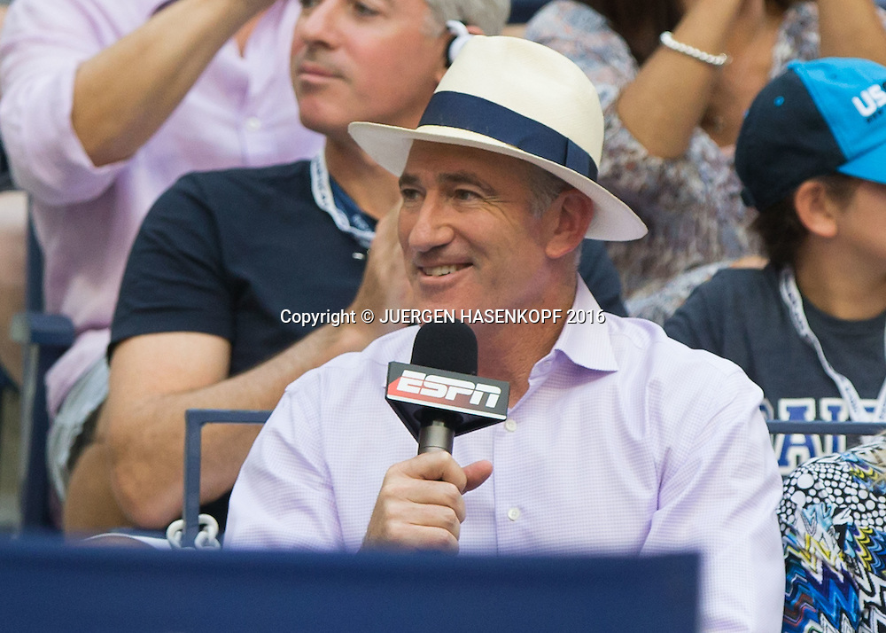 US Open 2016 Feature,  TV Kommentator Brad Gilbert  kommentiert fuer ESPN vom Spielfeldrand,Portrait.<br /> <br /> Tennis - US Open 2016 - Grand Slam ITF / ATP / WTA -  USTA Billie Jean King National Tennis Center - New York - New York - USA  - 11 September 2016.