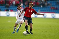 Fotball, 28. april 2004, Privatlandskamp, Norge-Russland 3-2,  Vidar Riseth, Norge, og Alexei Smertin, Russland