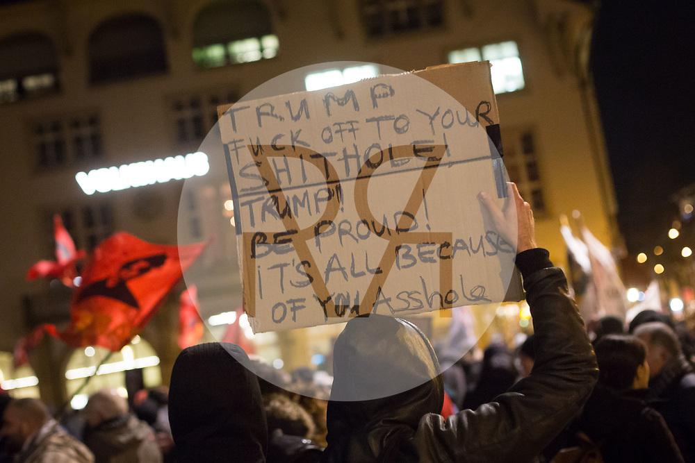SCHWEIZ - ZÜRICH - Demo 'Trump not welcome!' organisiert von Bewegung für den Sozialismus BFS und BFS Jugend Zürich; hier ein Plakat auf dem Helvetiaplatz - 23. Januar 2018 © Raphael Hünerfauth - http://huenerfauth.ch