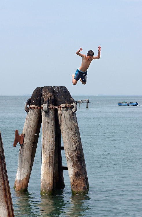 ITALY-VENICE- Boy jumping in the water. Photo: Gerrit de Heus