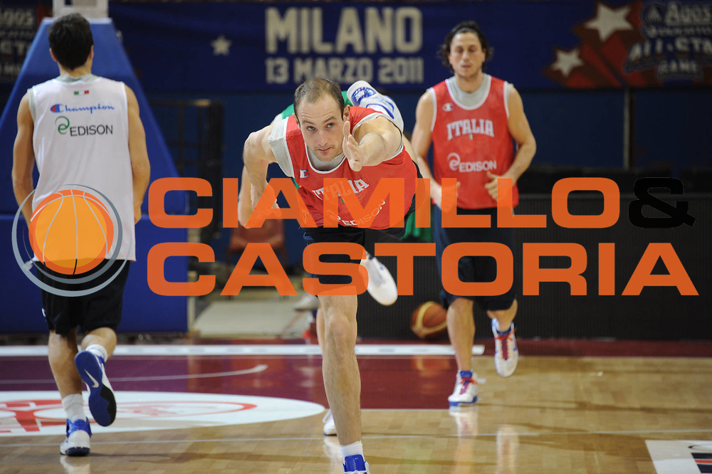 DESCRIZIONE : Milano Agos Ducato All Star Game 2011<br /> GIOCATORE : Marco Cusin<br /> SQUADRA : Italia Nazionale Maschile<br /> EVENTO : All Star Game 2011<br /> GARA : Italia All Star Team<br /> DATA : 12/03/2011<br /> CATEGORIA :  Allenamento<br /> SPORT : Pallacanestro<br /> AUTORE : Agenzia Ciamillo-Castoria/Giulio Ciamillo<br /> Galleria : FIP Nazionali 2011<br /> Fotonotizia :  Milano Agos Ducato All Star Game 2011<br /> Predefinita :