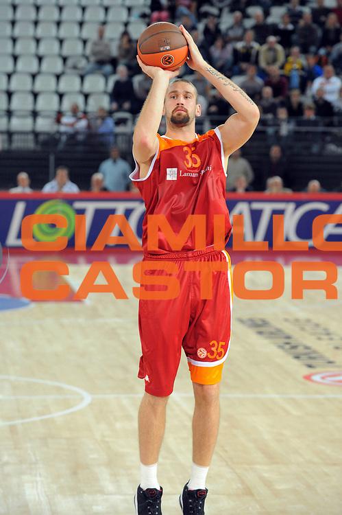 DESCRIZIONE : Roma Eurolega 2010-11 Lottomatica Virtus Roma Brose Baskets Bamberg<br /> GIOCATORE : Vladimir Dasic<br /> SQUADRA : Lottomatica Virtus Roma<br /> EVENTO : Eurolega 2010-2011<br /> GARA :  Lottomatica Virtus Roma Brose Baskets Bamberg<br /> DATA : 20/10/2010<br /> CATEGORIA : Tiro<br /> SPORT : Pallacanestro <br /> AUTORE : Agenzia Ciamillo-Castoria/GiulioCiamillo<br /> Galleria : Eurolega 2010-2011<br /> Fotonotizia : Roma Eurolega Euroleague 2010-11 Lottomatica Virtus Roma Brose Baskets Bamberg<br /> Predefinita :