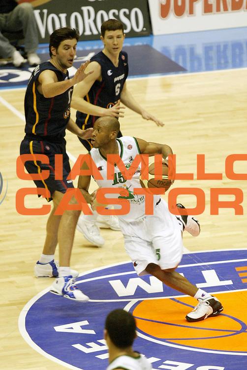 DESCRIZIONE : Forli Lega A1 2005-06 Coppa Italia Final Eight Tim Cup Montepaschi Siena Lottomatica Virtus Roma<br /> GIOCATORE : Woodward<br /> SQUADRA : Montepaschi Siena<br /> EVENTO : Campionato Lega A1 2005-2006 Coppa Italia Final Eight Tim Cup Semifinale<br /> GARA : Montepaschi Siena Lottomatica Virtus Roma<br /> DATA : 18/02/2006<br /> CATEGORIA : Palleggio<br /> SPORT : Pallacanestro<br /> AUTORE : Agenzia Ciamillo-Castoria/G.Cottini