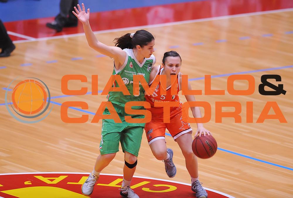 DESCRIZIONE : Campionato 2014/15 Famila Wuber Schio - Passalacqua Ragusa<br /> GIOCATORE : Gatti Giulia<br /> CATEGORIA : palleggio<br /> SQUADRA : Famila Wuber Schio<br /> EVENTO : LegaBasket Serie A Femminile 2014/2015<br /> GARA :Famila Wuber Schio - Passalacqua Ragusa<br /> DATA : 24/04/2015<br /> SPORT : Pallacanestro <br /> AUTORE : Agenzia Ciamillo-Castoria/A.Scaroni<br /> Predefinita :