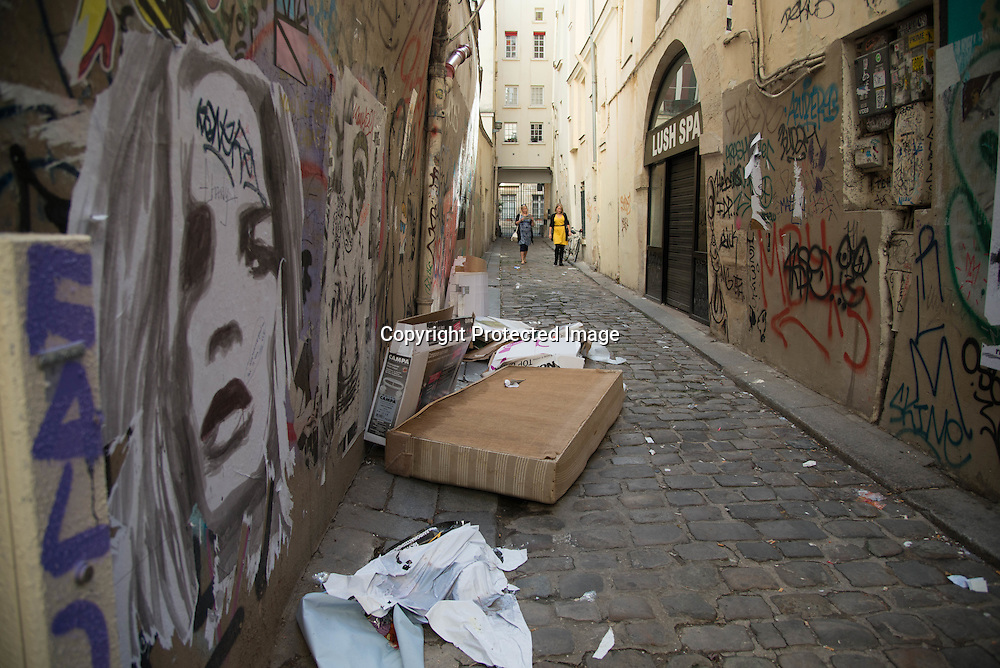 France. Paris. 4th district. graffitis rue vielle du temple, in passage d Argenson