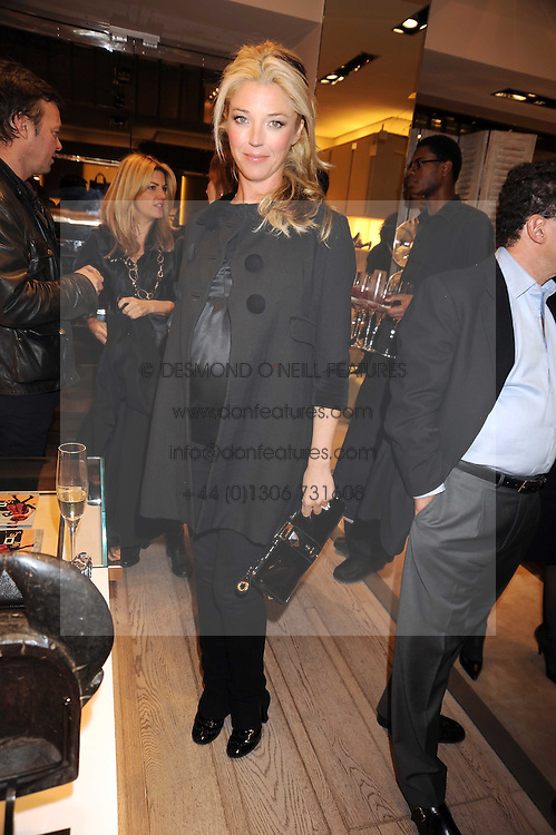 TAMARA BECKWITH at a party at Roger Vivier, Sloane Street, London on 2nd December 2008.