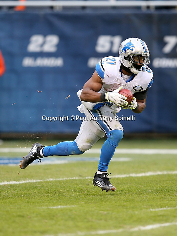 Detroit Lions rookie kick returner Ameer Abdullah (21) returns a kick during the NFL week 17 regular season football game against the Chicago Bears on Sunday, Jan. 3, 2016 in Chicago. The Lions won the game 24-20. (©Paul Anthony Spinelli)