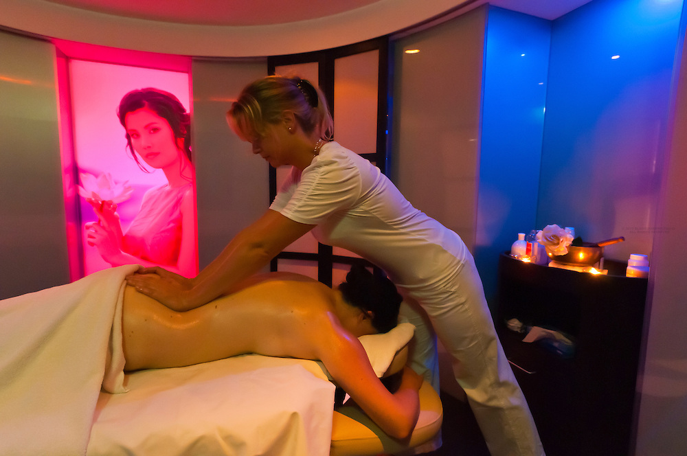A massage in the Futeresse suite in the spa, Brenner's Park Hotel & Spa, Baden Baden, Baden-Württemberg, Germany