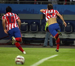 12.05.2010, Hamburg Arena, Hamburg, GER, UEFA Europa League Finale, Atletico Madrid vs Fulham FC, im Bild Atletic Madrid's Diego Forlan makes  1-0 and celebraTES WITH TEAM MATES, EXPA Pictures © 2010, PhotoCredit: EXPA/ IPS/ Marcello Pozzetti / SPORTIDA PHOTO AGENCY