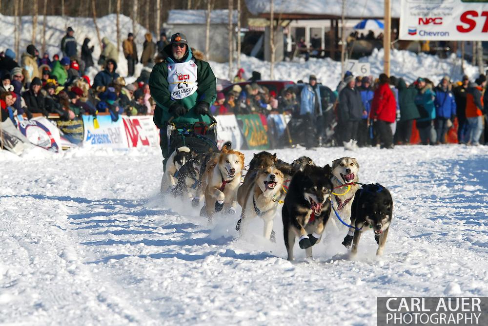 3/4/2007:  Willow, Alaska -  Veteran Eric Rogers of Eagle River, AK begins the 35th Iditarod Sled Dog Race