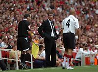 Photo: Tony Oudot. <br /> Arsenal v Fulham. Barclays Premiership. 12/08/2007. <br /> Fulham manager Lawrie Sanchez shouts instructions to Paul Konchesky