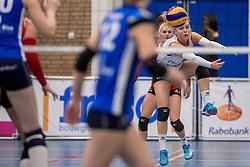 10-12-2016 NED: VC Sneek - Sliedrecht Sport, Sneek<br /> Sneek wint met 3-0 van Sliedrecht Sport / Janieke Popma #2 of Sneek