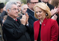 26.10.2016, Heldenplatz, Wien, AUT, Nationalfeiertag und Angelobung der neuen Rekruten. im Bild v.l.n.r. ehemaliger Bundespräsident Heinz Fischer und Nationalratspräsidentin Doris Bures (SPÖ) // f.l.t.r. former federal president of austria Heinz Fischer and President of the National Council Doris Bures (SPOe) during Austrian National Day at Heldenplatz in Vienna, Austria on 2016/10/26 EXPA Pictures © 2016, PhotoCredit: EXPA/ Michael Gruber