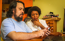 PORTO ALEGRE, RS, BRASIL, 21-01-2017, 12h19'46&quot;:  Desiree dos Santos, 32, discute um projeto com o Artista 3D Joel Grigolo, 46, no espa&ccedil;o Matehackers Hackerspace, da Associa&ccedil;&atilde;o Cultural Vila Flores, no bairro Floresta da capital ga&uacute;cha. A  Consultora de Desenvolvimento de Software na empresa ThoughtWorks fala sobre as dificuldades enfrentadas por mulheres negras no mercado de trabalho.<br /> (Foto: Gustavo Roth / Ag&ecirc;ncia Preview) &copy; 21JAN17 Ag&ecirc;ncia Preview - Banco de Imagens