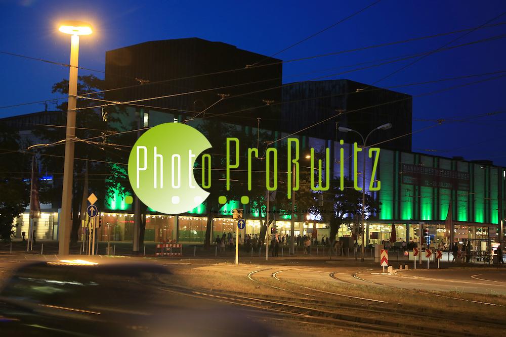 Mannheim. 02.07.14 Nationaltheater bei Nacht.<br /> <br /> Bild: Markus Pro&szlig;witz 02JUL14 / masterpress