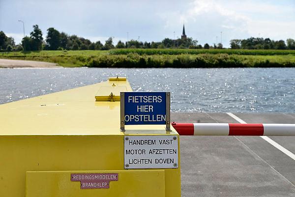 Nederland, Megen, 19-8-2014De pont over de Maas tussen de dorpen, rivierdorpen, Appeltern in Gelderland en Megen in Noord-Brabant.FOTO: FLIP FRANSSEN/ HOLLANDSE HOOGTE