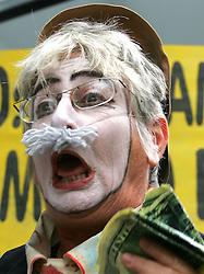 Ativistas do Greenpeace realizam protesto contra a Bunge Alimentos, em Porto Alegre (RS), cidade onde acontece o V Fórum Social Mundial. FOTO: Jefferson Bernardes/Preview.com