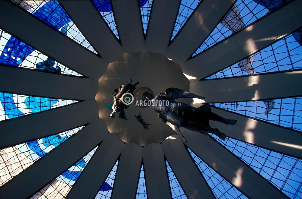 Brasilia, Distrito Federal, Brasil. Agosto/2004.Vista interna do teto da Catedral. / Internal view of Brasilia's Cathedral, designed by Oscar Niemeyer..Foto © Marcos Issa/Argosfoto.