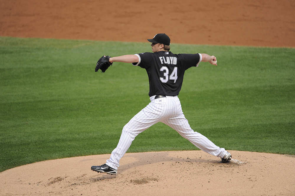 CHICAGO - SEPTEMBER 5:  Gavin Floyd #34 of the Chicago White Sox pitches against the Boston Red Sox on September 5, 2009 at U.S. Cellular Field in Chicago, Illinois.  The White Sox defeated the Red Sox 5-1.  Floyd had a perfect game for 5 2/3 innings.  (Photo by Ron Vesely)