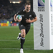 Israel Dagg, New Zealand, scores a try during the New Zealand V France, Pool A match during the IRB Rugby World Cup tournament. Eden Park, Auckland, New Zealand, 24th September 2011. Photo Tim Clayton....