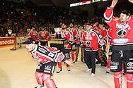 24.4.2013, Isometsän jäähalli, Pori..Jääkiekon SM-liiga 2012-13. Playoffsit, 6. loppuottelu, Ässät - Tappara.Ässät juhlii mestaruutta, etualalla Ville Uusitalo, Kanada-maljan kanssa Tapio Sammalkangas.