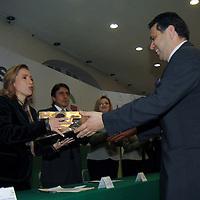 TOLUCA, México.- Elizabeth Vilchis Pérez, secretaria de Desarrollo Social, durante la celebración del Día del Altruismo Mexiquense entrego reconocimientos a instituciones  de asistencia privada, empresas y personas que se distinguen por su trabajo asistencial y solidario a favor de los mexiquenses. Agencia MVT / Crisanta Espinosa. (DIGITAL)