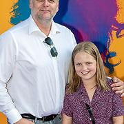 NLD/Amsterdam/20190624 - speciale voorvertoning Yesterday, Patrick Stoof met zijn dochter