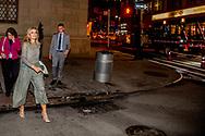 NEW YORK - Koningin Maxima verlaat Goalkeepers Global Awards Dinner in het Lincoln Center, Gotham Hall <br /> Maxima is in New York in haar hoedanigheid van speciale pleitbezorger van de secretaris-generaal van de Verenigde Naties voor de jaarlijkse Algemene Vergadering van de Verenigde Naties. ANP ROYAL IMAGES ROBIN UTRECHT **NETHERLANDS ONLY**