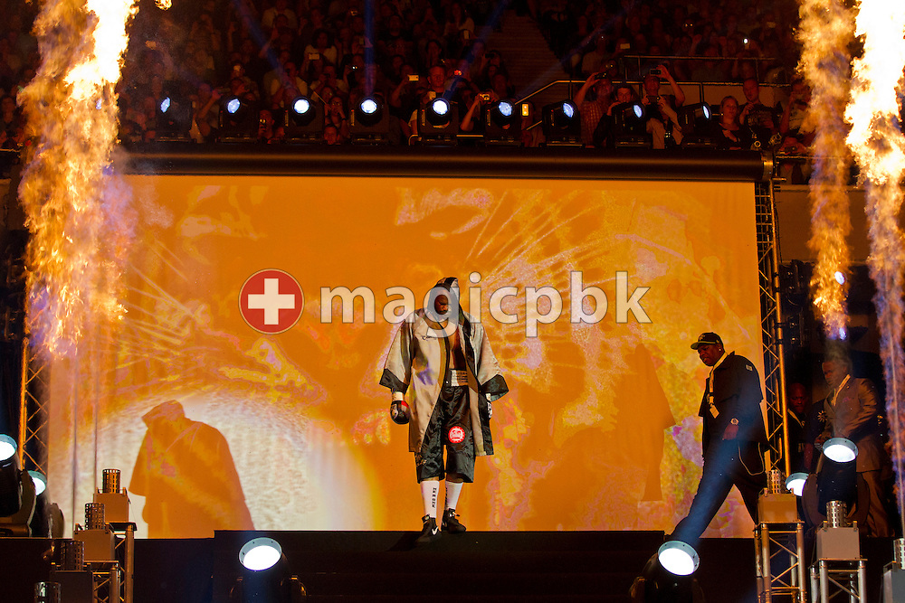 Contender Tony Thompson of the United States arrives during the world heavyweight championship title fight between Wladimir Klitschko of Ukraine and contender Tony Thompson of the United States at the Stade de Suisse soccer stadium in Bern, Switzerland, Saturday, July 7, 2012.  (Photo by Patrick B. Kraemer / MAGICPBK)